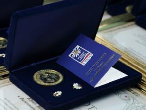 """100 южноуральских пар получили медали """"За любовь и верность"""""""