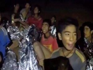 Спасатели планируют к вечеру эвакуировать первого ребёнка из тайской пещеры.