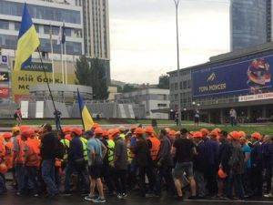 "На Украине снова митинг: сотрудники ""ДнепрАзота"" требуют вернуть им работу"