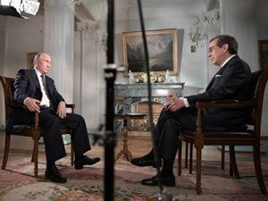 Американский ведущий после интервью с Путиным взял отпуск и с женой отправился в Россию