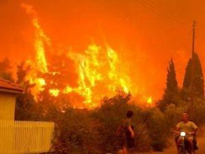 В Греции продолжаются лесные пожары: погибли 20 человек