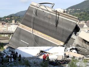 Число жертв обрушения моста в Генуе увеличилось до 42 человек