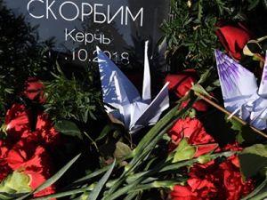 В Керчи началась церемония прощания с жертвами: пришли тысячи людей