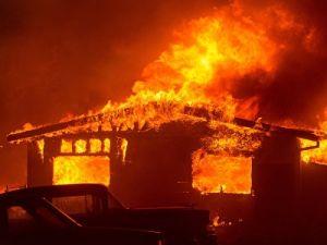 ЧС в Калифорнии: огонь распространяется по штату.