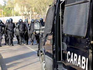 В Италии неизвестный мужчина взял в заложники директора института и 20 студентов