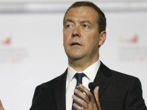 Медведев пообещал упростить жизнь российскому бизнесу