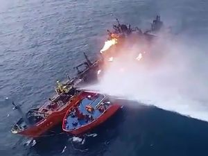 Rescuers Started Extinguishing Tankers in the Black Sea