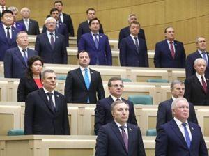 Сенаторы поддержали закон о фейковых новостях и штрафах за оскорбление власти