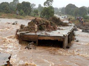 """Число жертв циклона """"Идаи"""" в Мозамбике продолжает расти: почти 450 погибших"""