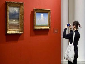 Минкульт предлагает запретить проход в музеи с сумками и рюкзаками