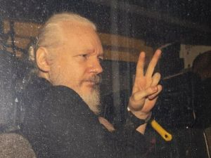 Most Russians Consider Assange a Freedom Fighter and an Altruist