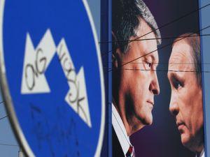 Peskov: Putin Doesn't Need a Deal with Zelensky or Poroshenko