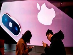 Huawei Founder Opposes Apple Ban in China