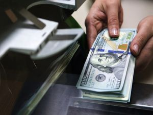 Dollar and Euro Five Times Surpassed National Currency in the Trade of Russia and China
