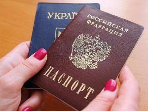 В Луганске создали самую большую копию российского паспорта