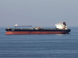 В Оманском заливе атакованы два нефтяных танкера
