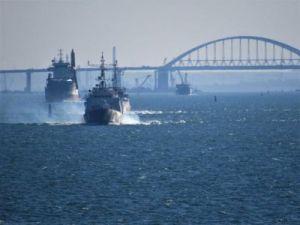 Украинские военные корабли не рискнули пройти через Керченский пролив