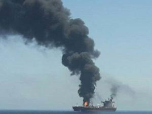 Один из танкеров, подвергшихся нападению в Оманском заливе, затонул