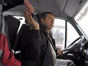 Полиция проверяет информацию о нападении водителя маршрутки с ножом на пассажиров