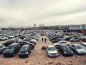 В России стали реже покупать новые машины