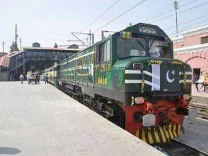 Пассажирский и грузовой поезда столкнулись в Пакистане - есть жертвы
