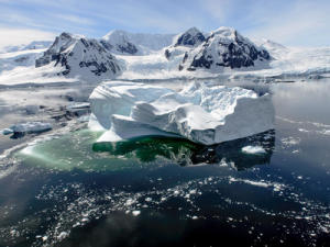 Climatologists Want to Cover the Melting Glaciers of Antarctica with Artificial Snow