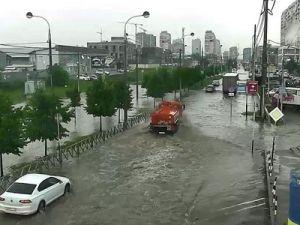 В Краснодаре в результате ливня затопило десятки улиц
