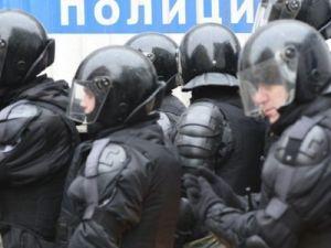 Правозащитники ищут полицейского, ударившего девушку в живот на акции в центре Москвы