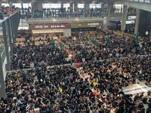 В аэропорту Гонконга отменены все вылеты