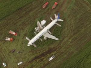 Специалисты расшифровали данные чёрных ящиков севшего на поле Airbus