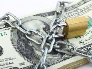 Стал известен убыток России из-за отказа от долларовых резервов