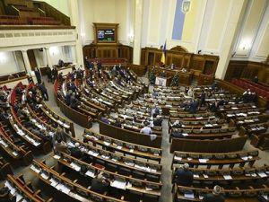 На Украине оппозицией блокировалась трибуна Рады во время рассмотрения закона о рынке земли