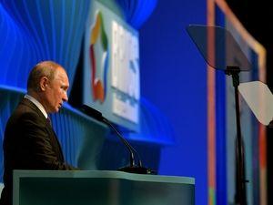 Путин заявил, что России пока удаётся избегать экономического спада