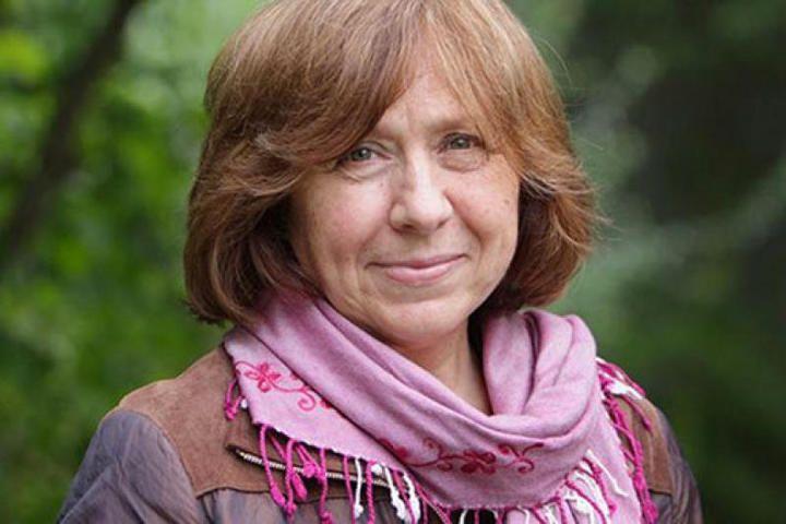 Нобелевскую премию по литературе получила белорусская писательница Светлана Алексиевич