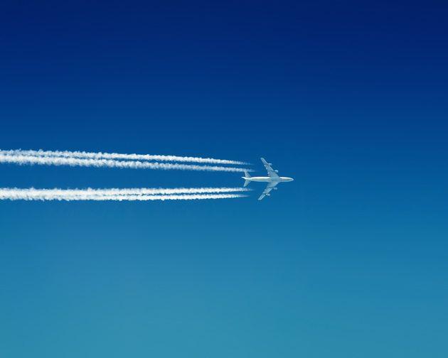 Авиаперевозчики меняют маршруты полётов на Ближнем Востоке из-за ударов РФ по ИГ
