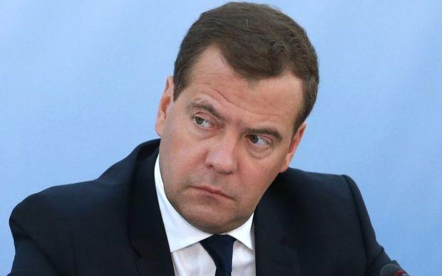Медведев раскритиковал решение Киева о запрете авиасообщения с Россией