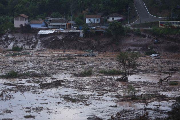 В Бразилии жертвами прорыва дамбы стали 17 человек