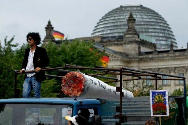 В Германии прошли многотысячные протесты против миграционной политики Бундестага