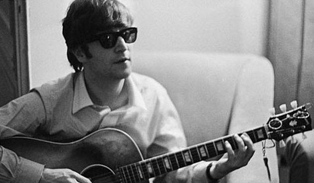 Пропавшая гитара Джона Леннона продана на аукционе за 2,41 миллиона долларов