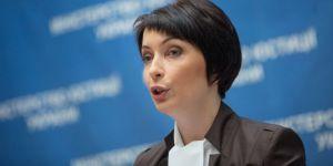 Экс-главу Минюста Украины отпустили под залог
