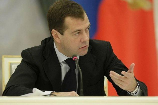 Медведев пообещал выделить 34 млрд рублей на ремонт российских дорог