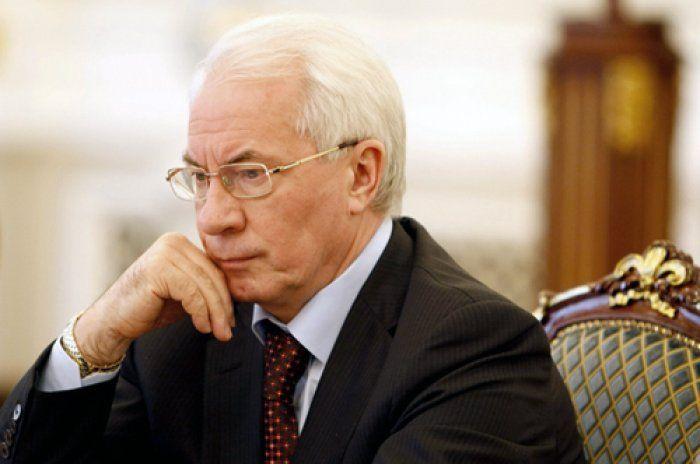 """Азаров: Украина управляется """"на штыках"""""""