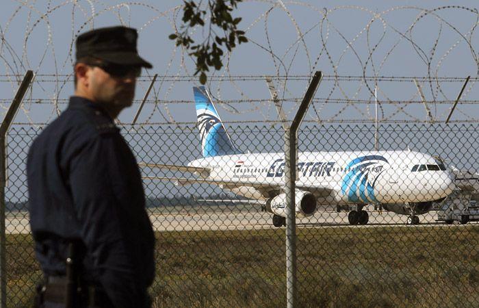 Угонщик самолёта EgyptAir смастерил муляж бомбы во время полёта