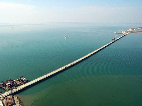 Построена первая из 595 опор Керченского моста
