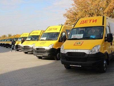 Новые автобусы получили астраханские школы