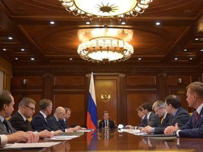 Дмирий Медведев утвердил план поддержки экономики на 2017 год