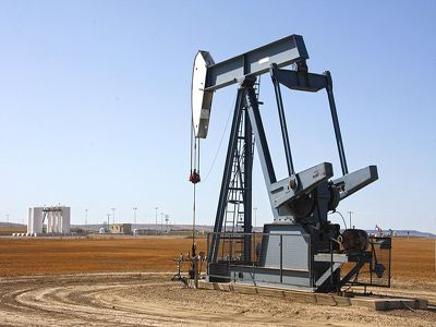 Crude correlations about crude oil can shed light on changes