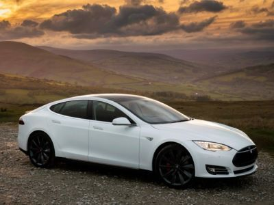 Sales of electric vehicles Tesla in Russia fell by a third for the year