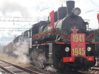 """Жители Энгельса встретили поезд """"Победа"""" на станции Покровск"""