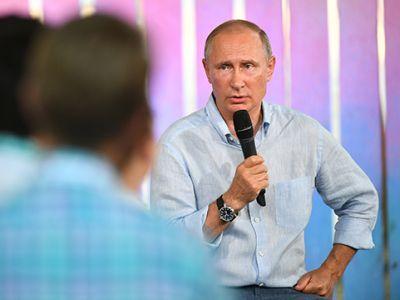 """Путин обсудил  с участниками крымского форума """"Таврида"""" помощь творческой молодёжи"""